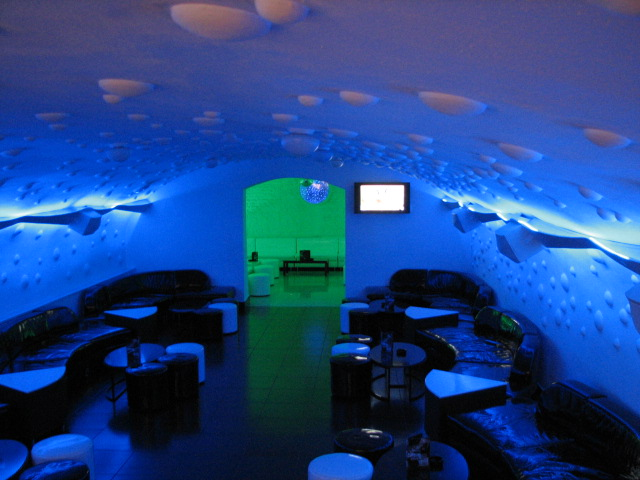 Backstage-Club-Oradea-Design-Interior-Designer-Florin-Ignat-canapele-Candelabre-lampadare-Signa-Design-Solutions-club-design-mobilier-bar-baruri-led-1