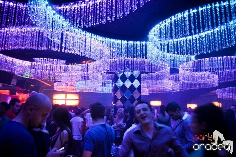 Club-The-One-Oradea-Radio-Zu-Party-Design-Interior-Designer-Florin-Ignat-canapele-Candelabre-lampadare-Signa-Design-Solutions-club-design-mobilier-bar-baruri-led-1