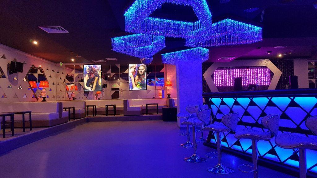 Diamond-Club-Predeal-Design-Interior-Designer-Florin-Ignat-canapele-Candelabre-lampadare-Signa-Design-Solutions-club-design-mobilier-bar-baruri-led-1