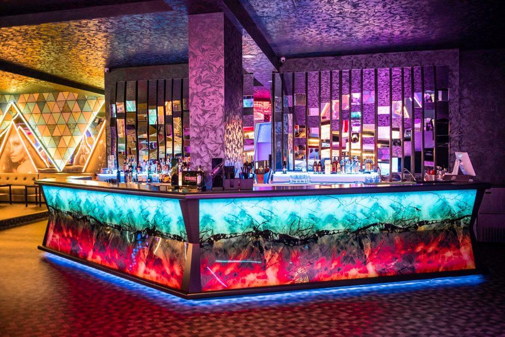 Grand-Master-Club-Dej-Design-Interior-Designer-Florin-Ignat-canapele-Candelabre-lampadare-Signa-Design-Solutions-club-design-mobilier-bar-baruri-led-1